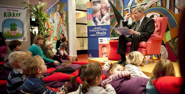 Ivo Opstelten leest voor